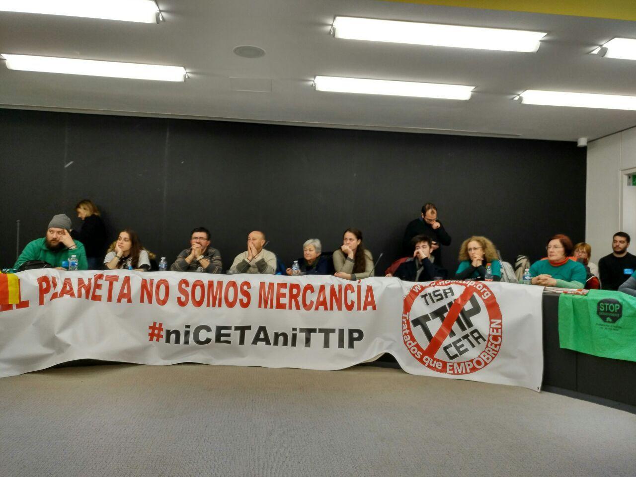 Acto en el PE con activistas del Estado español, de la campaña No al TTIP, CETA y TiSA y varias/os eurodiputadas/os de GUE #votacionCETA https://t.co/l4Q0K0u6YC