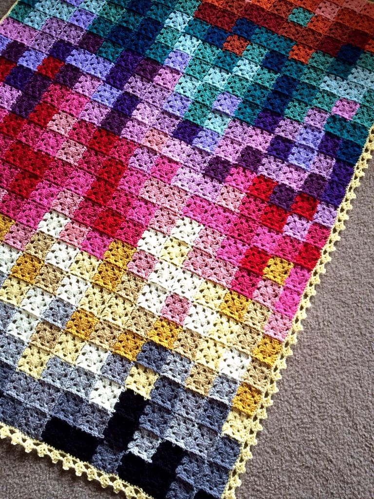Pixilated Afghan Using 25 Inch Granny Squares Yarnin Häkeln