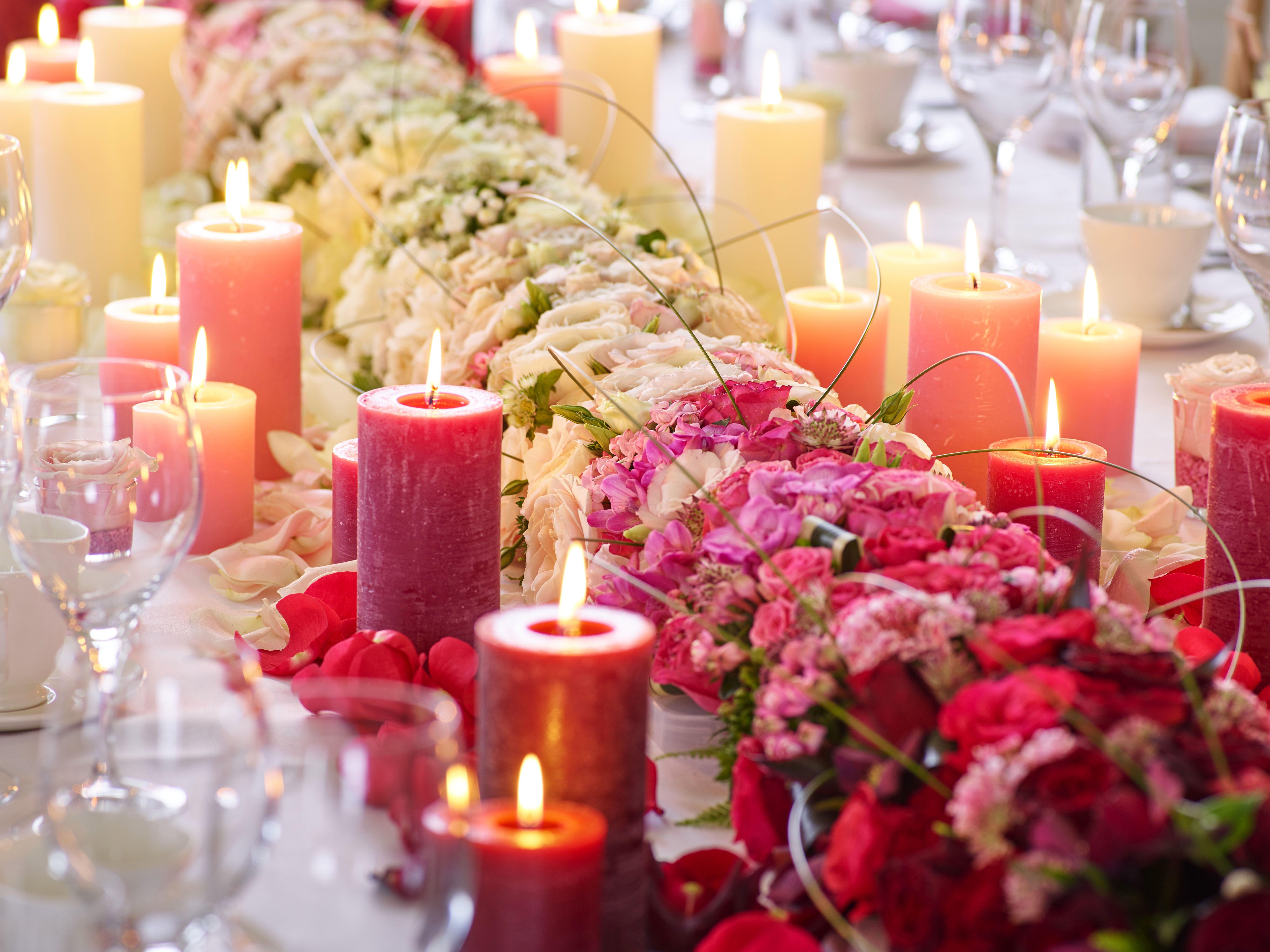 Stunning ombré table arrangement complete with candles ombré