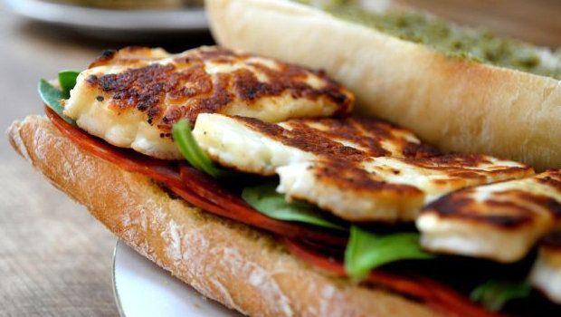 طريقة عمل ساندوتش جبن الحلوم المشوية Grilled Halloumi Cheese Sandwich Recipes Halloumi