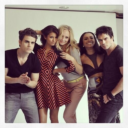 The Vampire Diaries  Damon Salvatore  Stefan Salvatore  Elena Gilbert  Caroline Forbes  Bonnie Benet <3