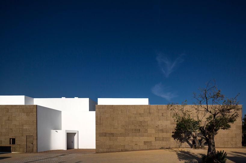 Portuguese Hotel By Jose Carlos Cruz Is Clad With Cork Facades Architecture Exterior Facade Architecture Architecture