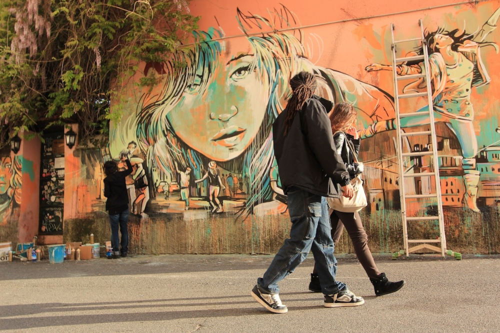 Interview My Modern Met Writer Discusses Working With Street Artist Alice Pasquini On Her New Book Street Art Street Artists Street Art Graffiti