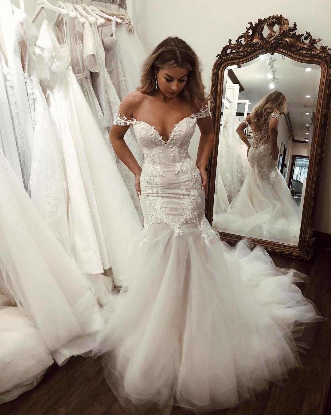 """Galería de vestidos de novia en Instagram: """"¡El vestido perfecto te convertirá en una verdadera diosa!  ✨ ¿Estás de acuerdo?  😍 🙋 🙋 🙋 si le dijeras SÍ a este vestido 💕 Etiqueta a tus chicas para ver si les gusta… """"  – Boda"""