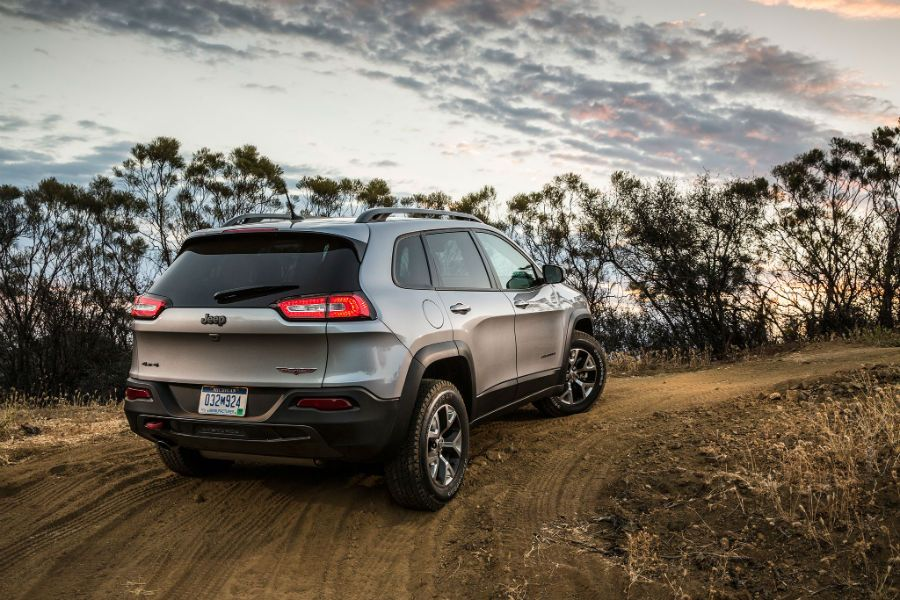 2015 Jeep Cherokee Trailhawk Back www.topcarz.us Jeep