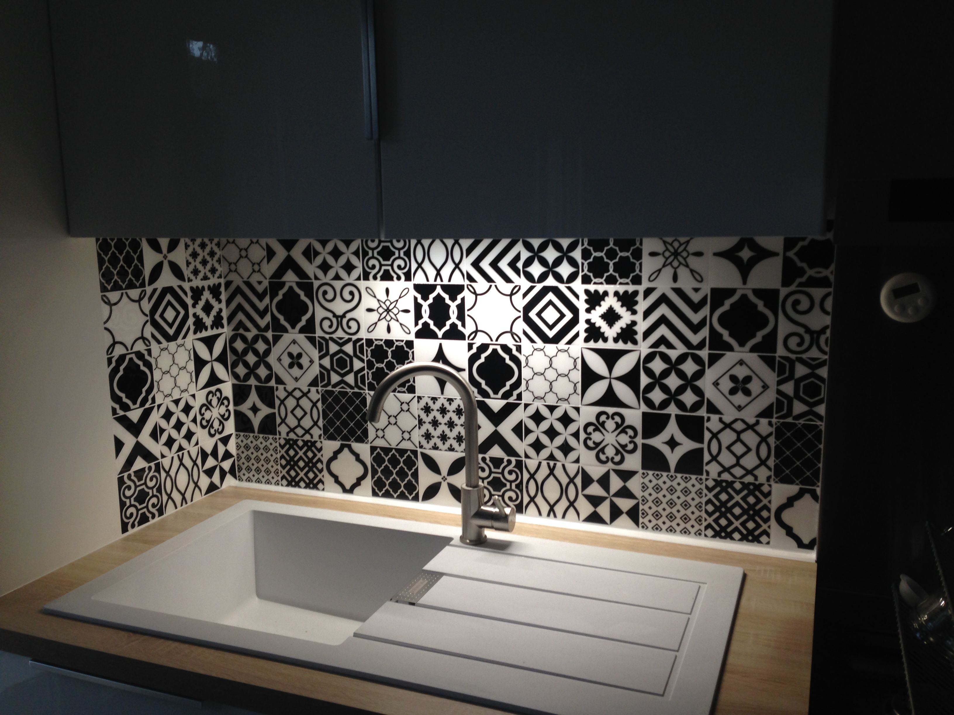 Crédence De Cuisine Adhésive Smart Tiles Objectif Cuisine - Carrelage adhesif pour credence cuisine pour idees de deco de cuisine