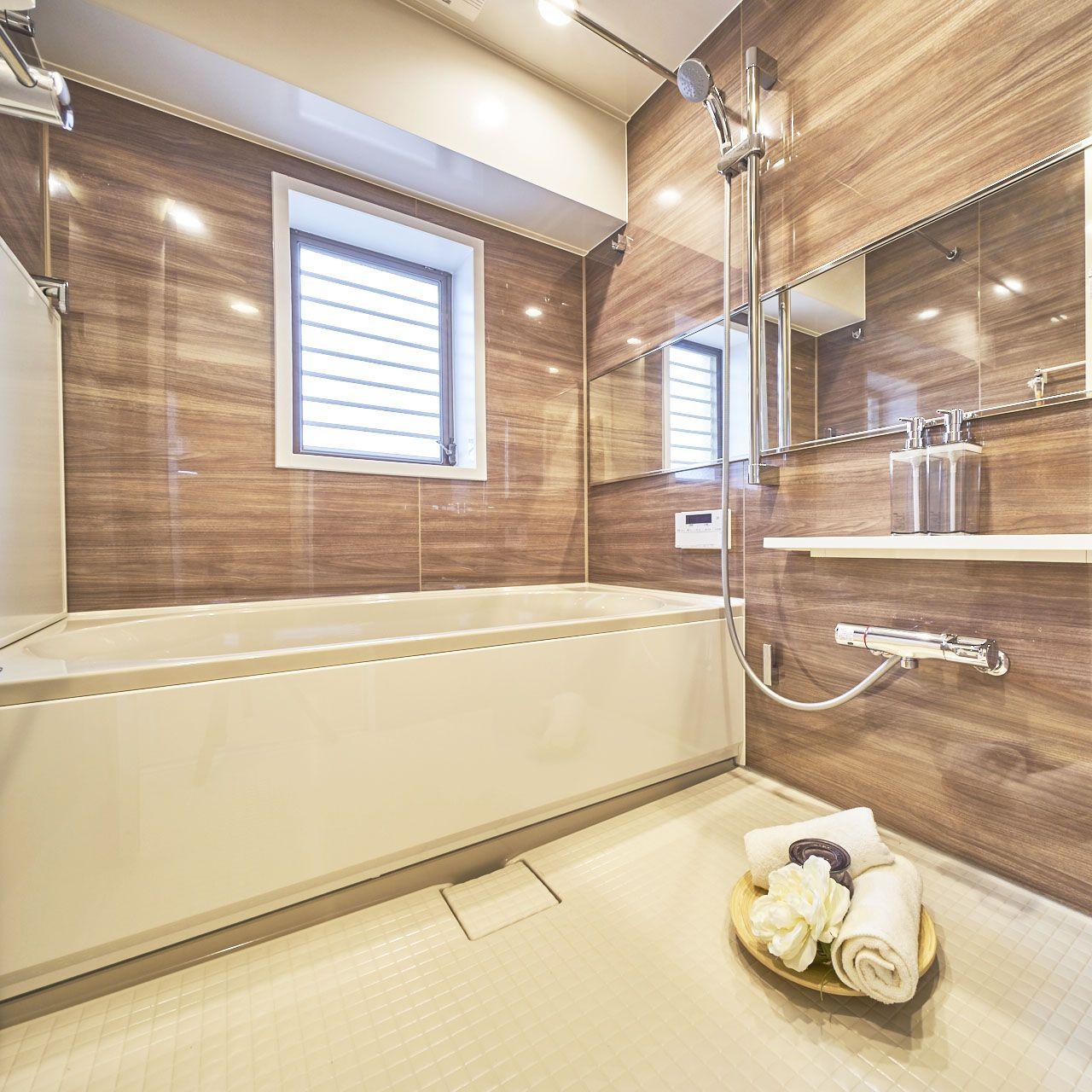 049 水辺の開放感と緑の潤いに癒される贅沢住空間 ユニットバス