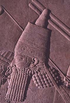 Ashurbanipal The walls of Assyrian palaces were lined with limestone panels carved in low relief with scenes of war, hunting and ritual. Probably the finest decirated the North Palace of King Ashurbanipal (668-631 BC) at Niniveh