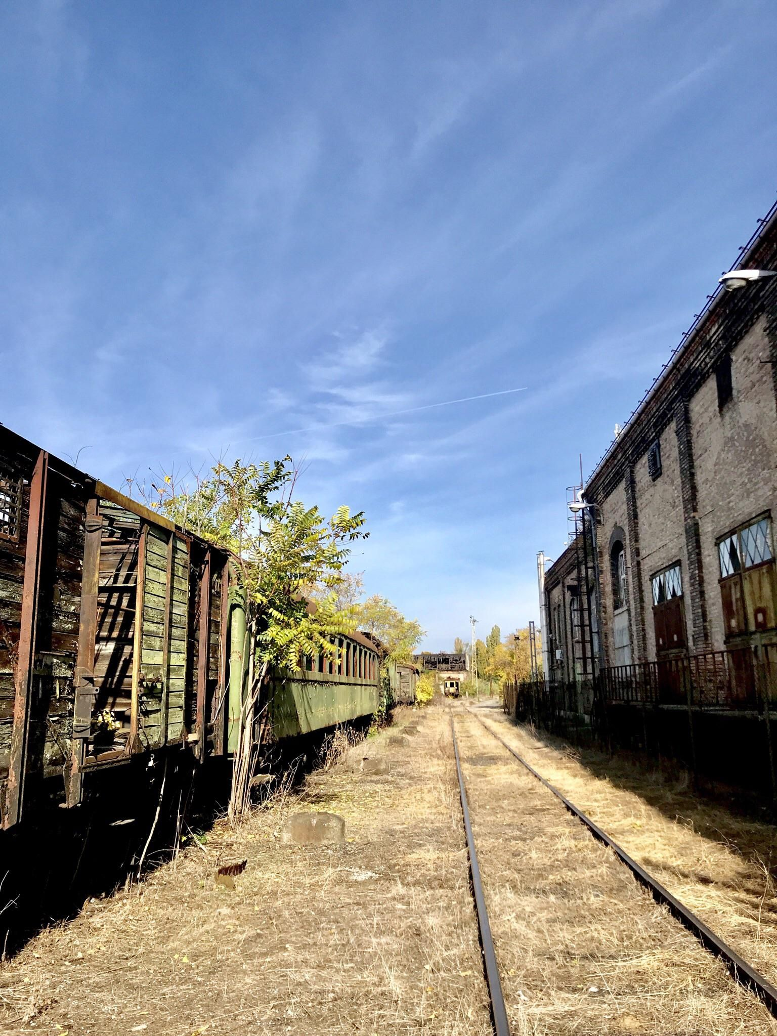This weekend me and my friends hit up this place we found in someones ig post. This is the heart of Budapest Hungary and our visit was not so legal. There was also a big abandoned hangar full of trains (even steam trains) and cars.