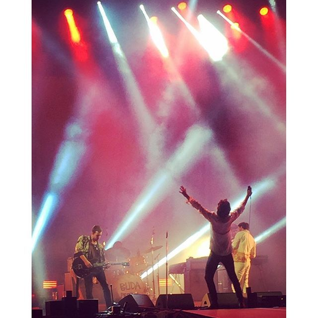 dodlin1/2016/08/19 01:10:02/One of the best moments of a stunning Sziget festival. Impossible not to love Alex and Miles. #sziget #tlsp #alexturner #mileskane