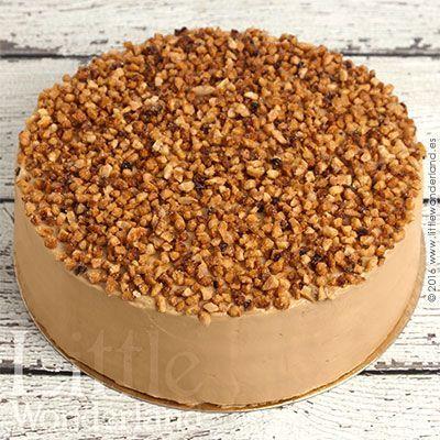 Esta tarta de moka es una de las tartas que he hecho hasta el momento más han triunfado en casa. Para el relleno y la cobertura he utilizado una crema de mantequilla con café, aunque no es como las cr