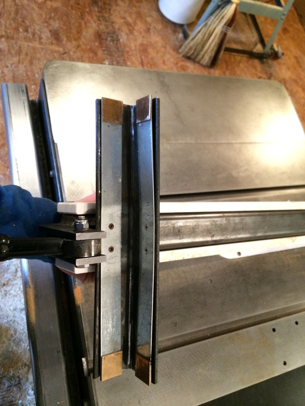 Biesemeyer style table saw fence Bois, A table et