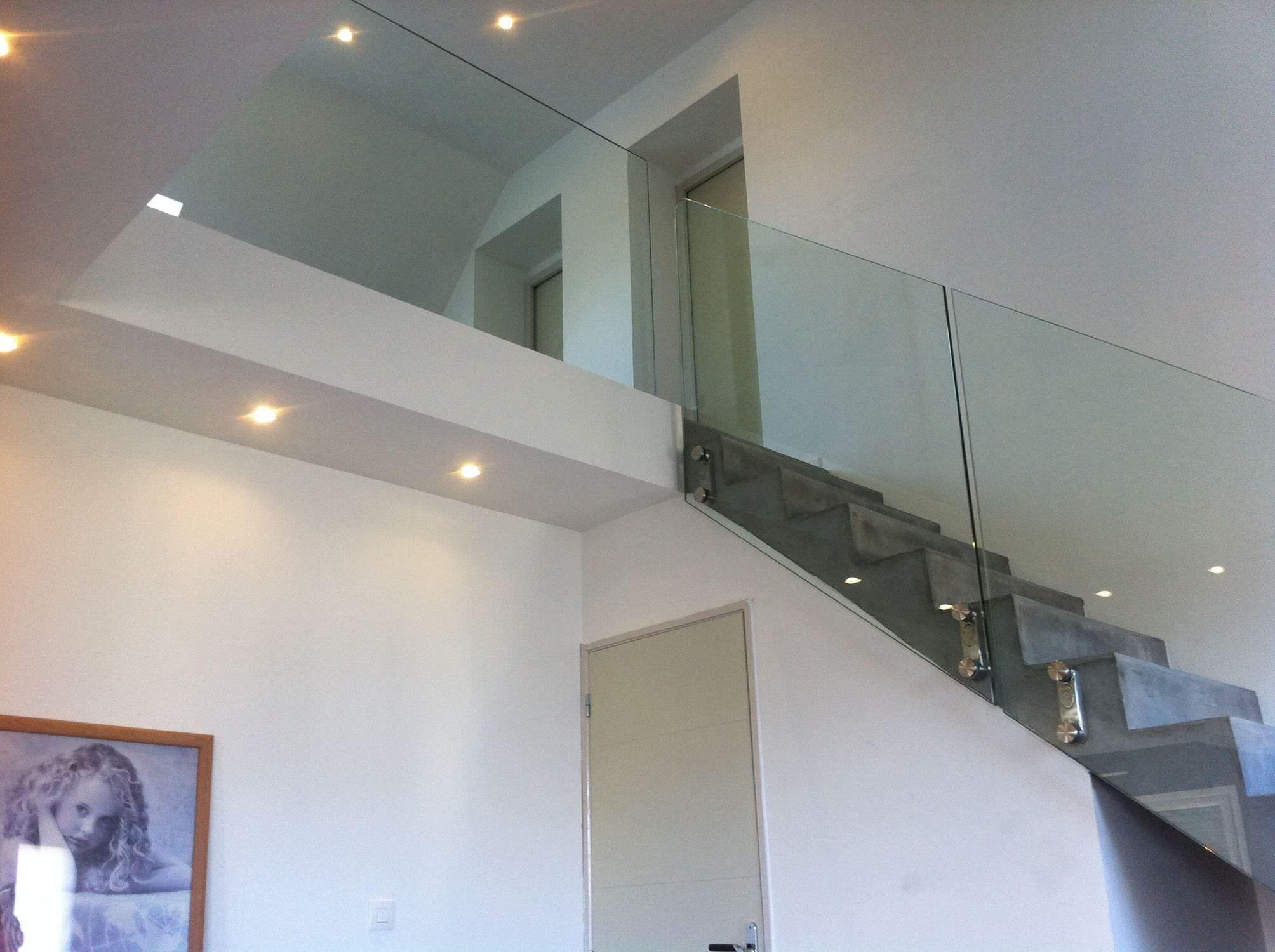 garde corps d 39 ext rieur en m tal panneaux en verre. Black Bedroom Furniture Sets. Home Design Ideas