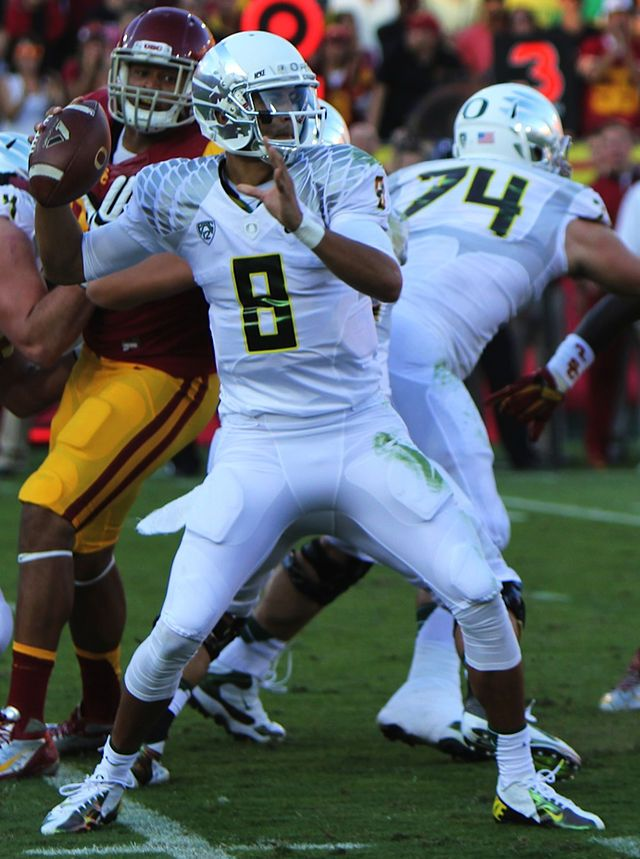 Pin By Tickets Ca On Music And Sports News Oregon Heisman Trophy