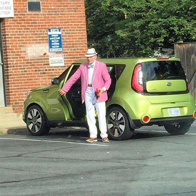 Be Car Chic On Instagram By Far The Hippest Dude Driving A Kiasoul Kia Soul Hamsters Olddudesrule Boston Oldman Searsucker Summer Kia Soul Kia Dude