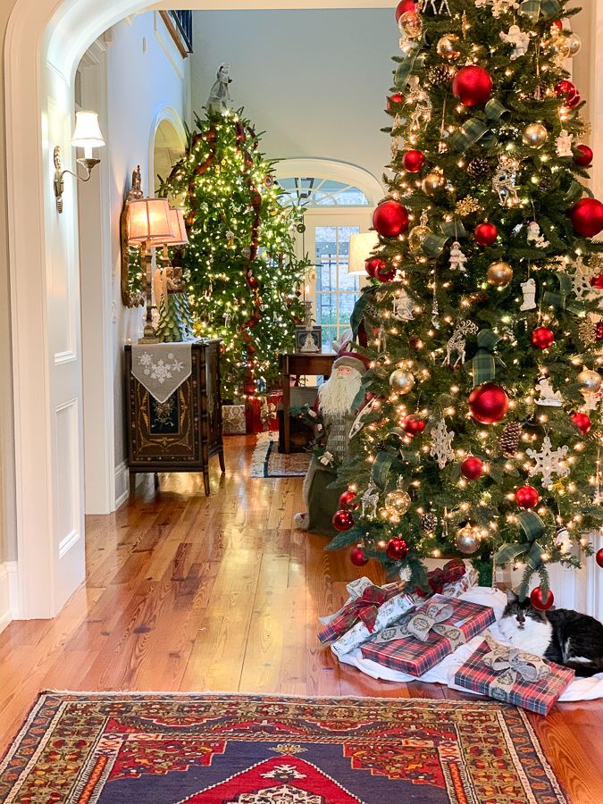 Traditional Christmas family room with a french country touch! #christmas #christmasdecor #christmasdecorating #christmashome #traditionalchristmas #farmhousechristmas #frenchcountrychristmas #christmasdecorating #christmasmantel #fireplace