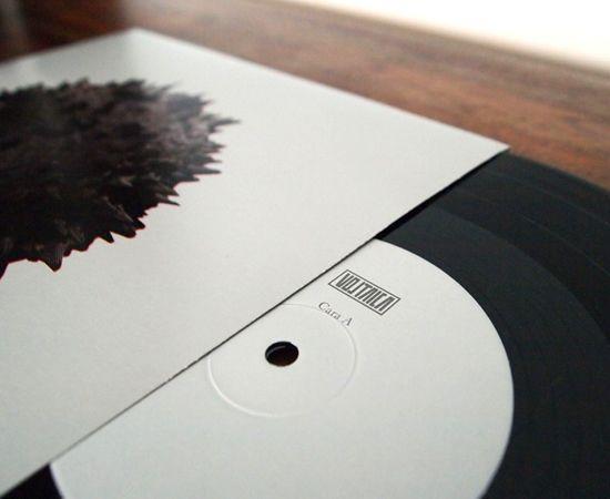 Vinilo.DANI VÁZQUEZ: Diseño gráfico, ilustración y dirección de arte deErrante, primer EP de la banda gallega Voltaica. www.voltaicamusic.com