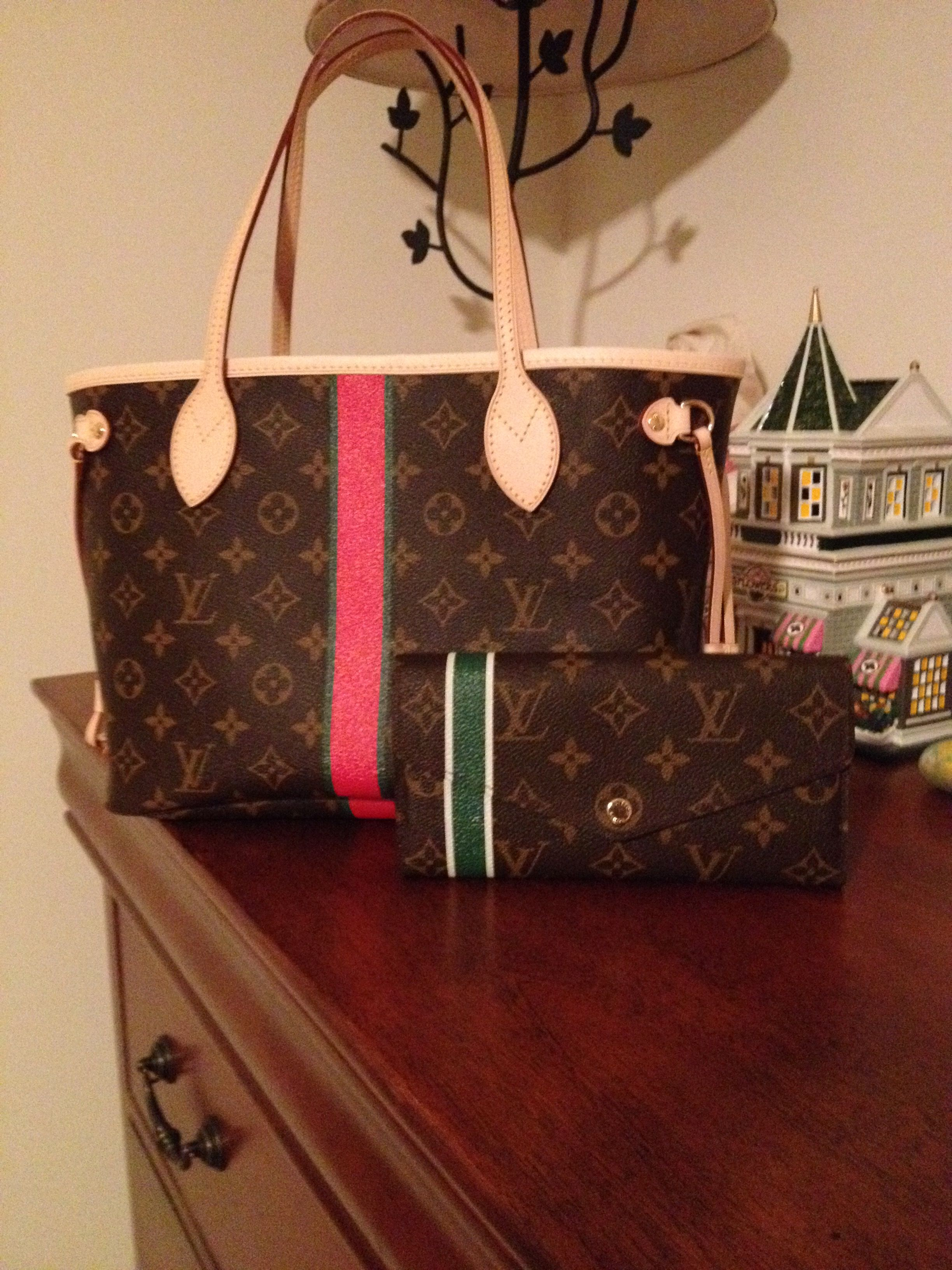 46b2d45248 Louis Vuitton Neverfull PM and Sarah NM wallet, both in the Mon ...