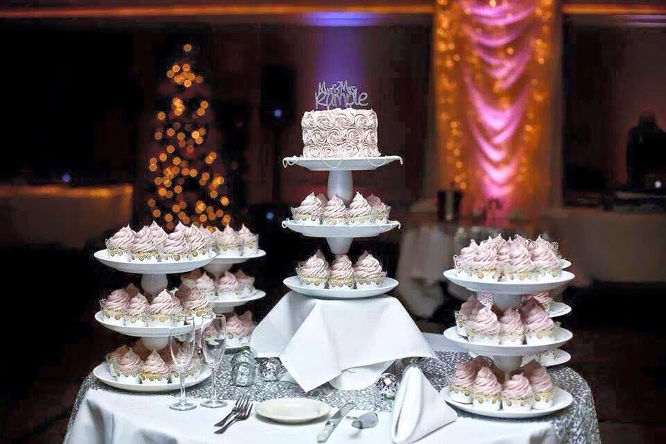Blush and Silver Wedding cupcakes
