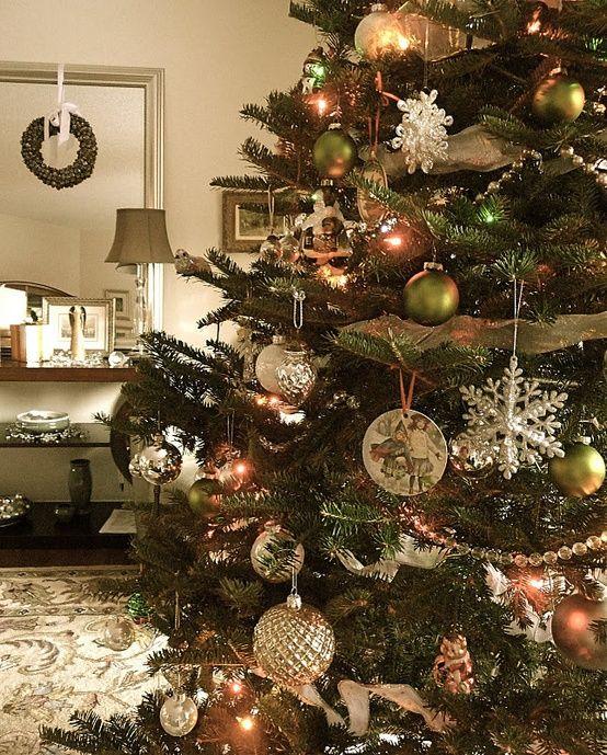 40 Beautiful Vintage Christmas Tree Ideas Digsdigs Vintage Christmas Tree Decorations Vintage Christmas Tree Xmas Tree Decorations