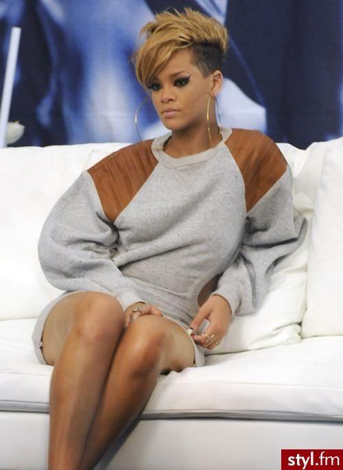 20 Ways to Wear Pastel Colored Hair | Rihanna hairstyles ... |Dope Rihanna Haircuts