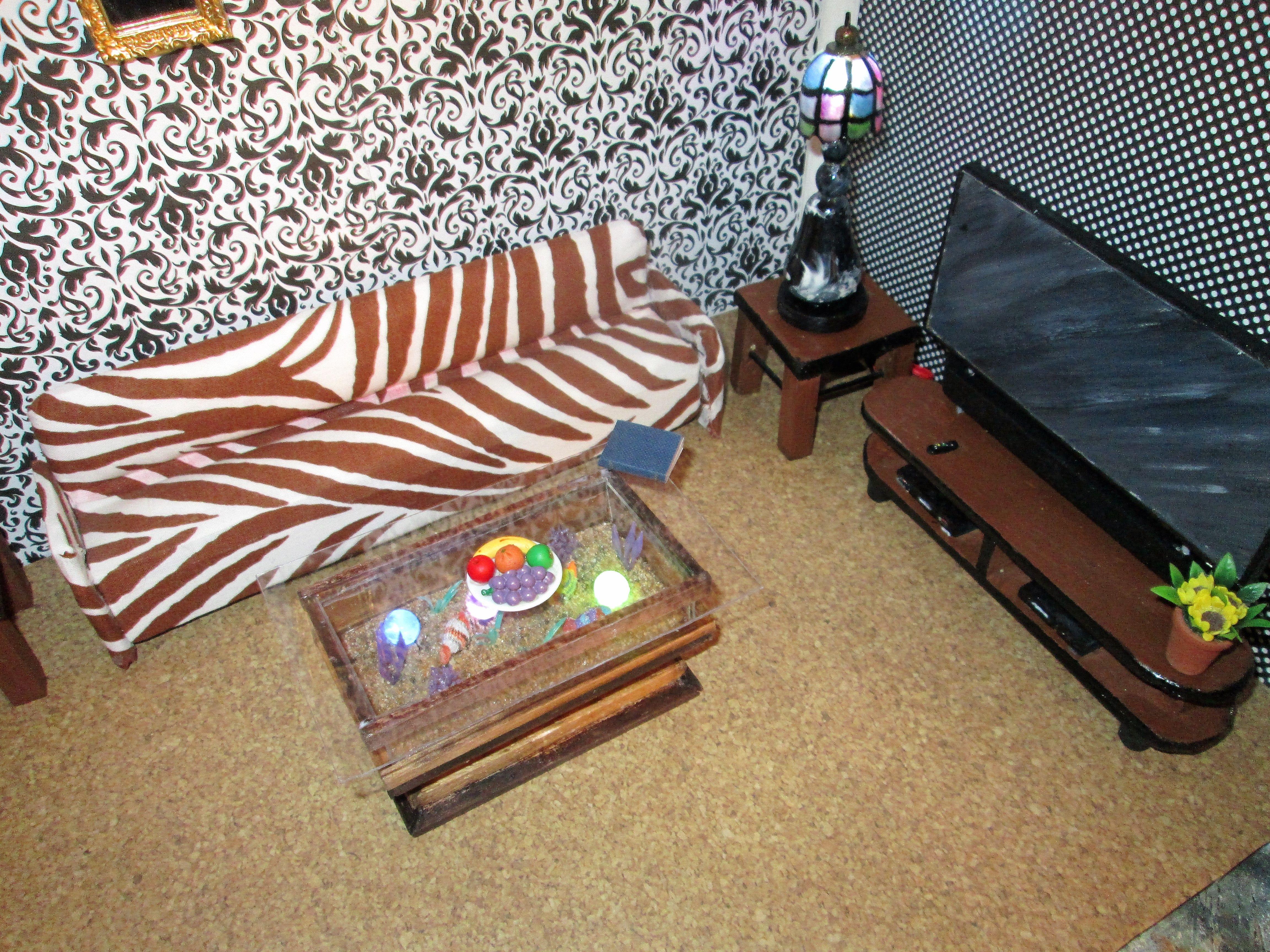 1 12 Miniature aquarium coffee table