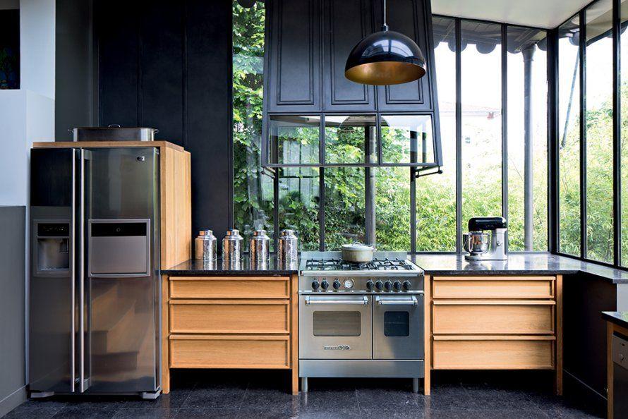 Une cuisine le long d\u0027un comptoir comme un atelier Industrial