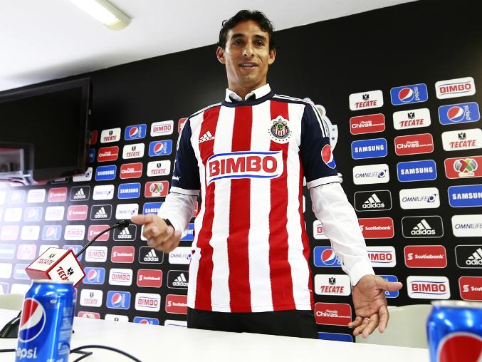CHIVAS PRESENTA A FERNANDO ARCE || Chivas cumple el sueño de Fernando Arce. El mediocampista es presentado oficialmente con el club Rojiblanco. Dijo que su familia le mostró apoyo al cambiar de equipo y estarán con él en Guadalajara.