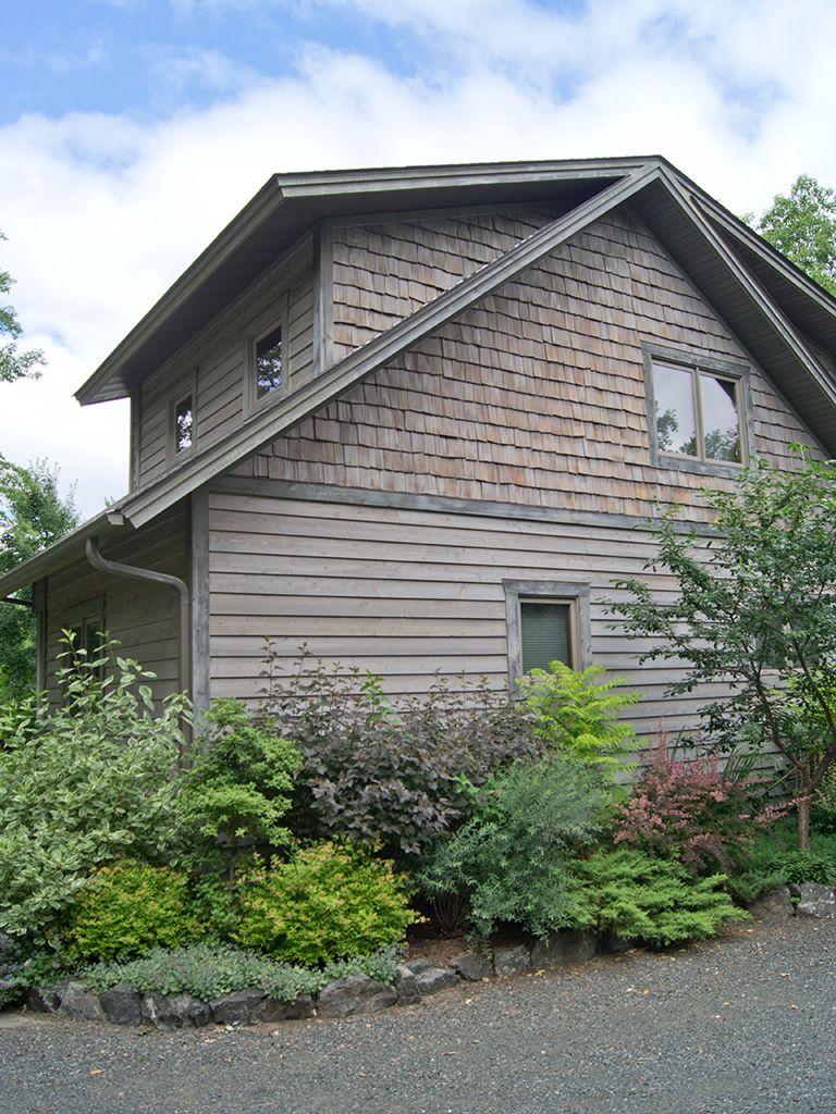 Cedar Shakes And Shingles Shingle House Shake Siding House Shingling