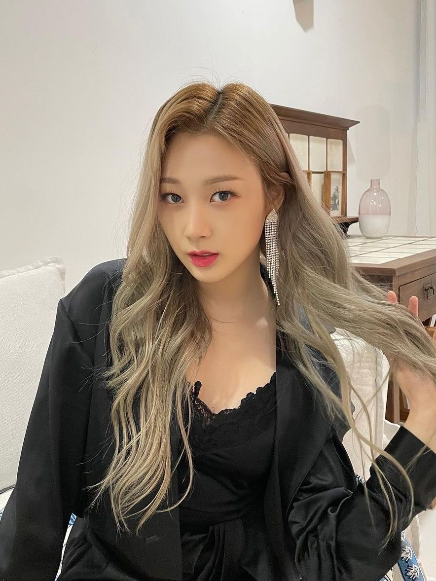 6 Best Kpop Idol Hair Color Ideas That Ll Be Chic On You Perfect Hair Color Hair Color Korean Hairstyle
