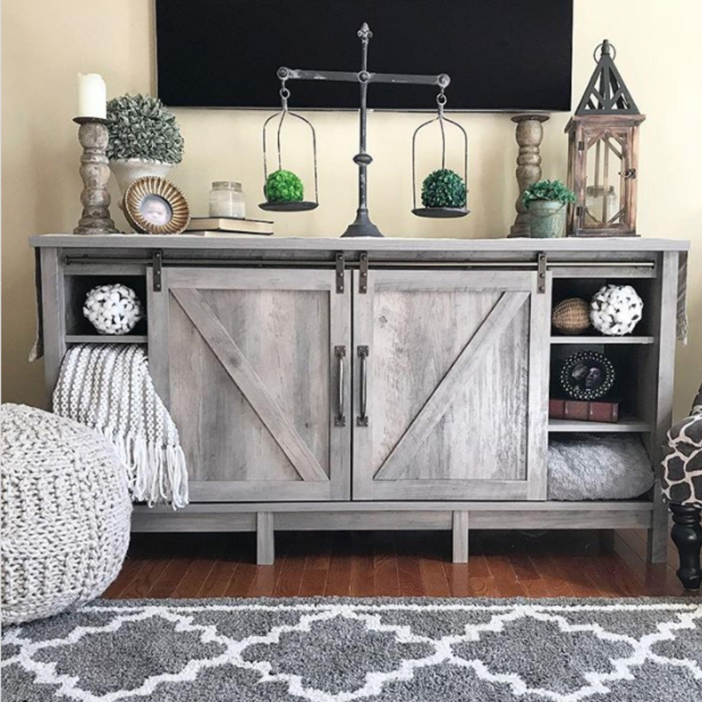 Stunning farmhouse rustic living room idea