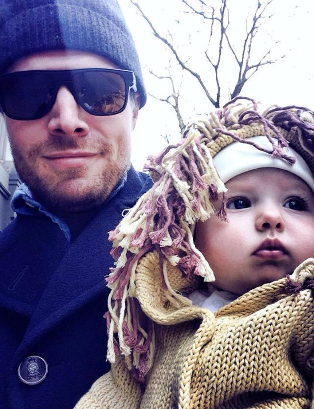Stephen Amell with his daughter Mavi