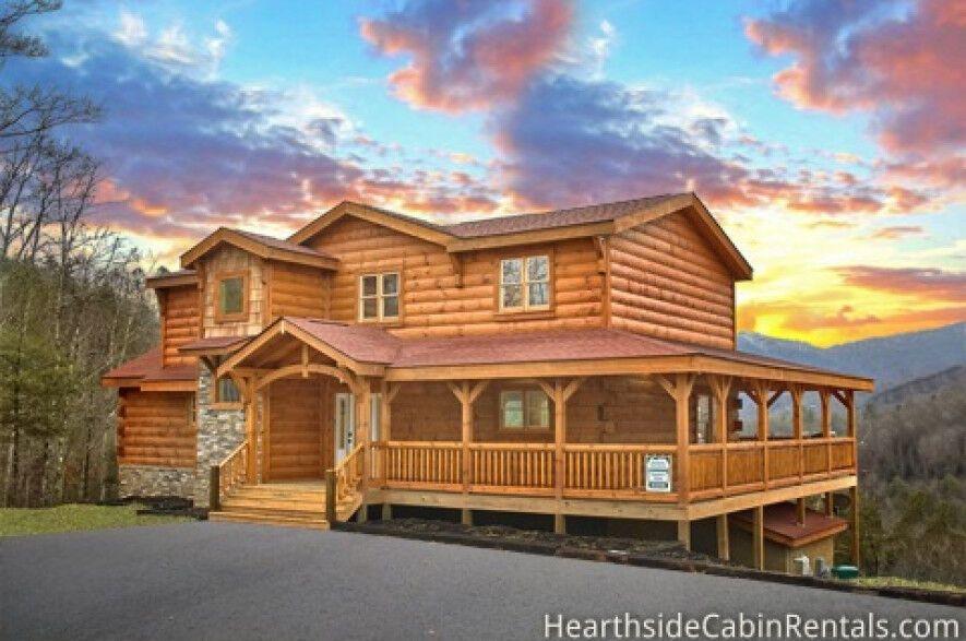 Find A Large Cabin Rental In Gatlinburg Pigeon Forge Tn Cabin Cabin Rentals Secluded Cabin