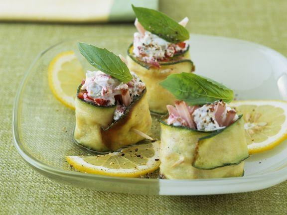 Zucchiniröllchen mit Schinkencreme ist ein Rezept mit frischen Zutaten aus der Kategorie Blütengemüse. Probieren Sie dieses und weitere Rezepte von EAT SMARTER!