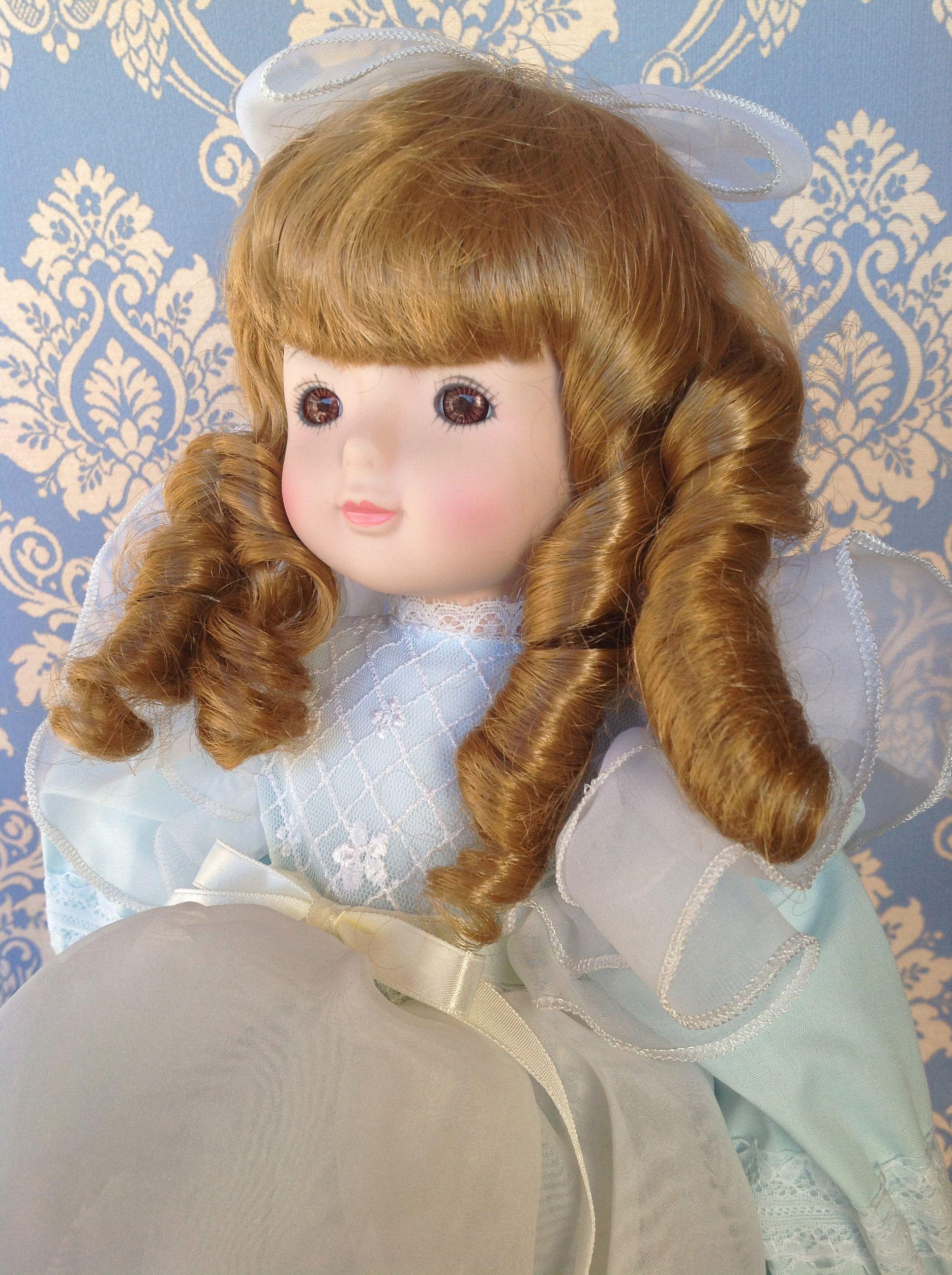 """""""Celeste"""" bambola francese della MUNDIA, testa braccia e gambette in porcellana . e' alta circa cm 45"""