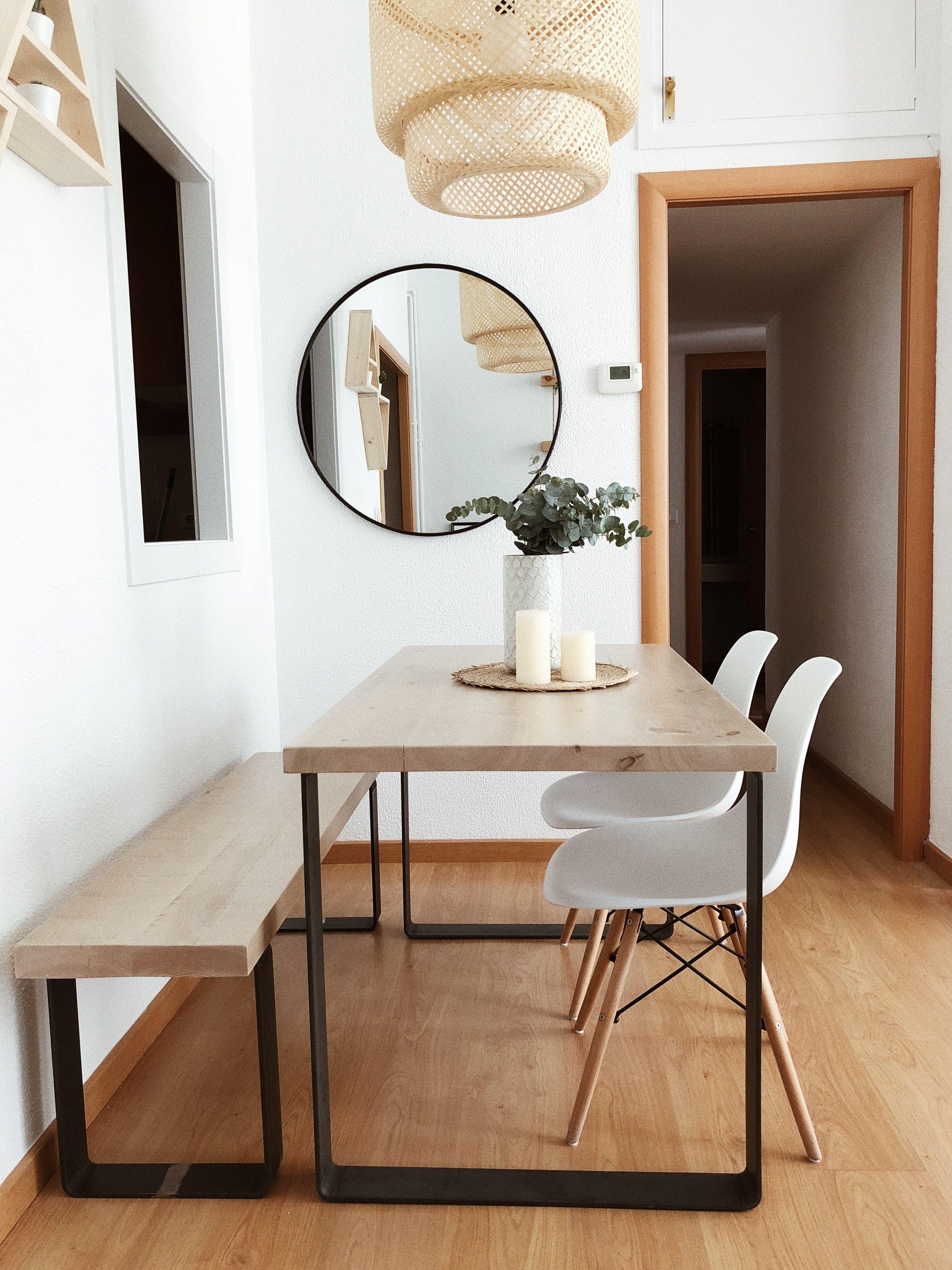 Vista del salón comedor, con la mesa Dabir y el banco, ambos de pino ...