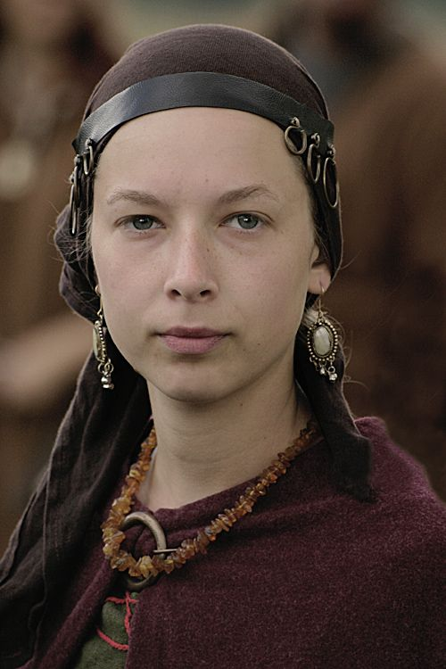 A Slavic woman and her temple rings (this is NOT a Viking headress ... 0e488b881