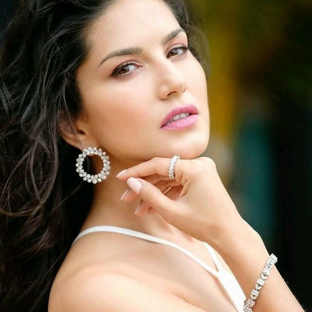 Sunny Leone Hot Stills From Jism 2 - Discussions