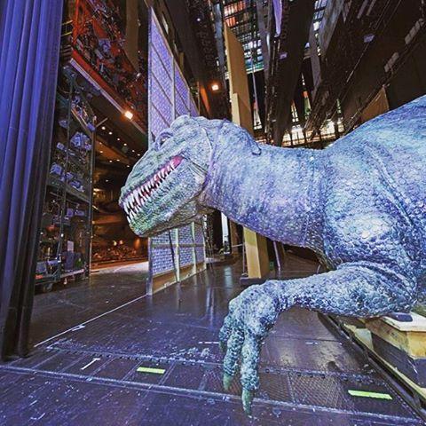 Freilaufende Großechse auf der Bühne!? #drache #dragon #wahnfried #bauprobe #backstage #behindthescenes #richardwagner #uraufführung #karlsruhe #derneuekarlsruherring #derringdesnibelungen #avnerdorman #theater #opera