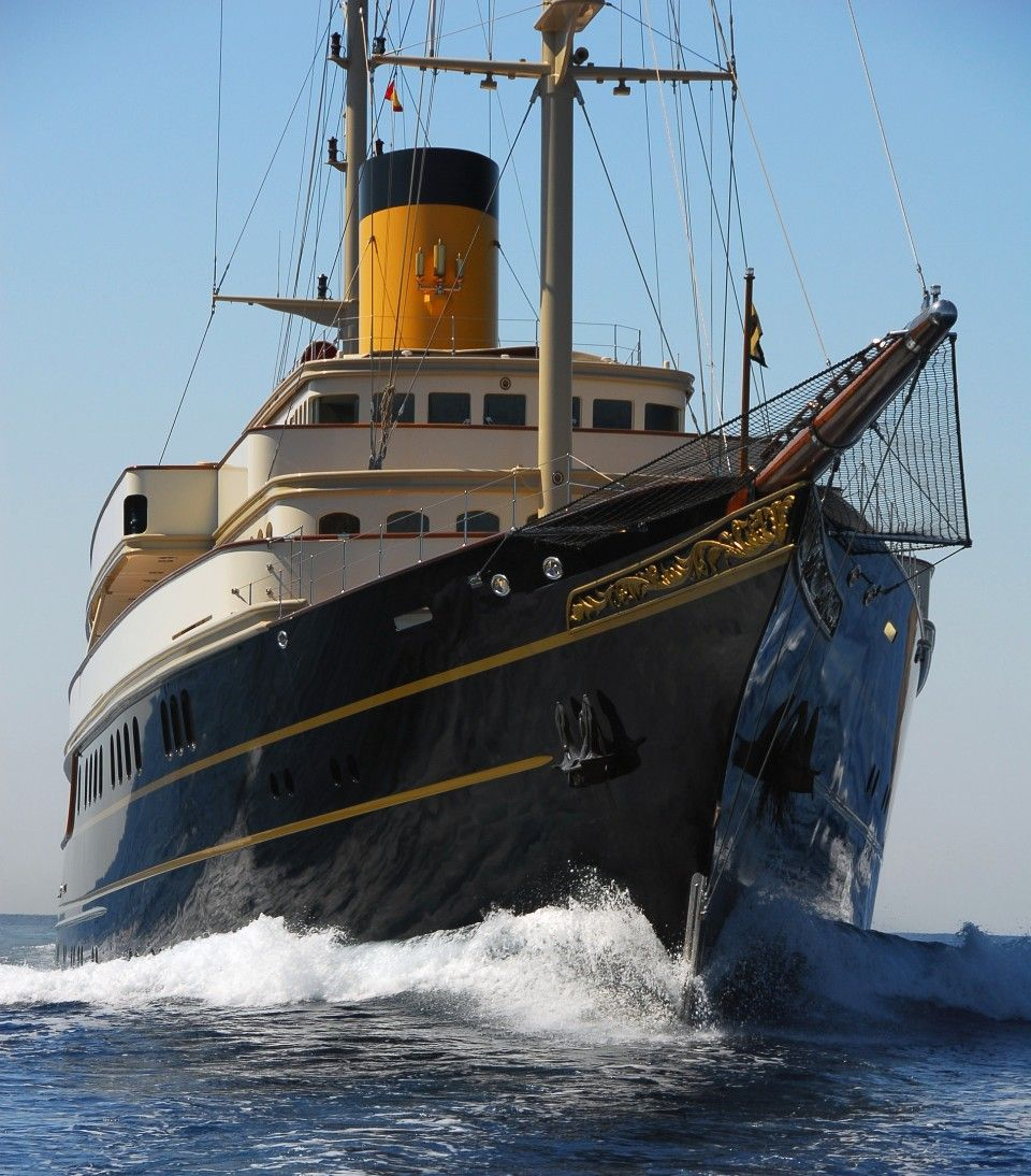 Nero corsair yachts luxury motor superyacht slocum for Luxury motor yachts for sale