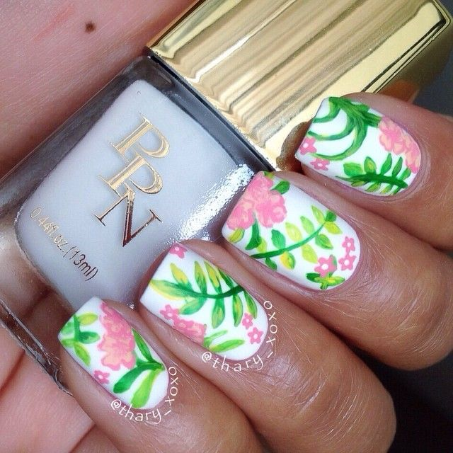 Flower Nails by Instagrammer @thary_xoxo