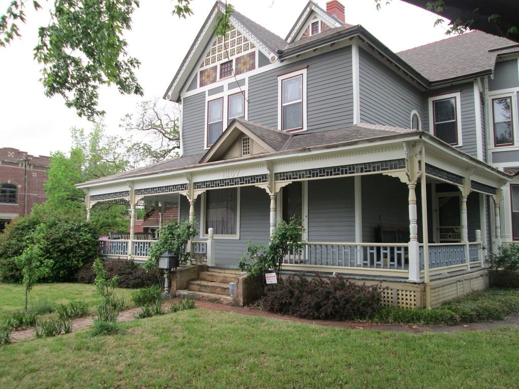 1357 S Broadway St Wichita Ks 67211 Zillow Old House Dreams Old Houses Old Houses For Sale