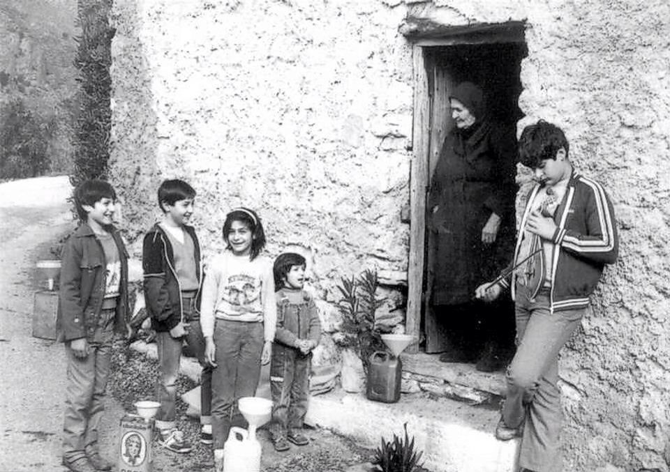 """#Christmas carols in #Greece, 1950s A very old custom which remains today practically unchanged is the Greek Christmas carols, which is called calanda in Greek. Children, in groups of two or more, still make the rounds of houses singing carols, usually accompanied by the triangle or guitars, accordions or harmonicas. The children go from house to house, knock on doors and ask: """"shall we say them?"""" If the homeowner's answer is yes, the kids sing the Christmas carols for several minutes…"""