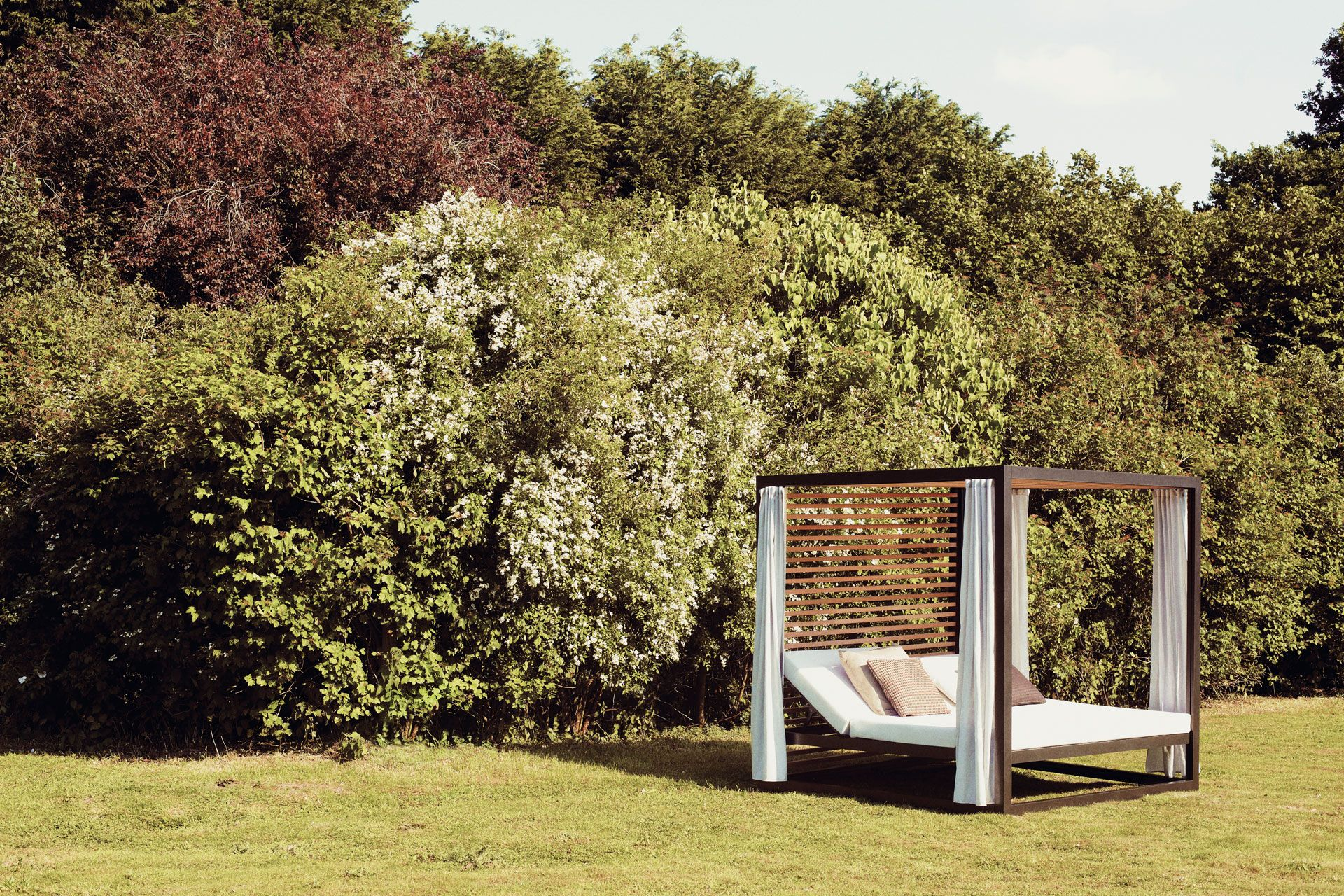 outdoor beds with canopy - home design minimalist