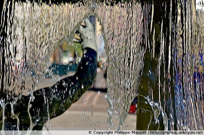 Fontaine de Thessalie : statues représentant des éphèbes. Quartier d'Antigone, Montpellier