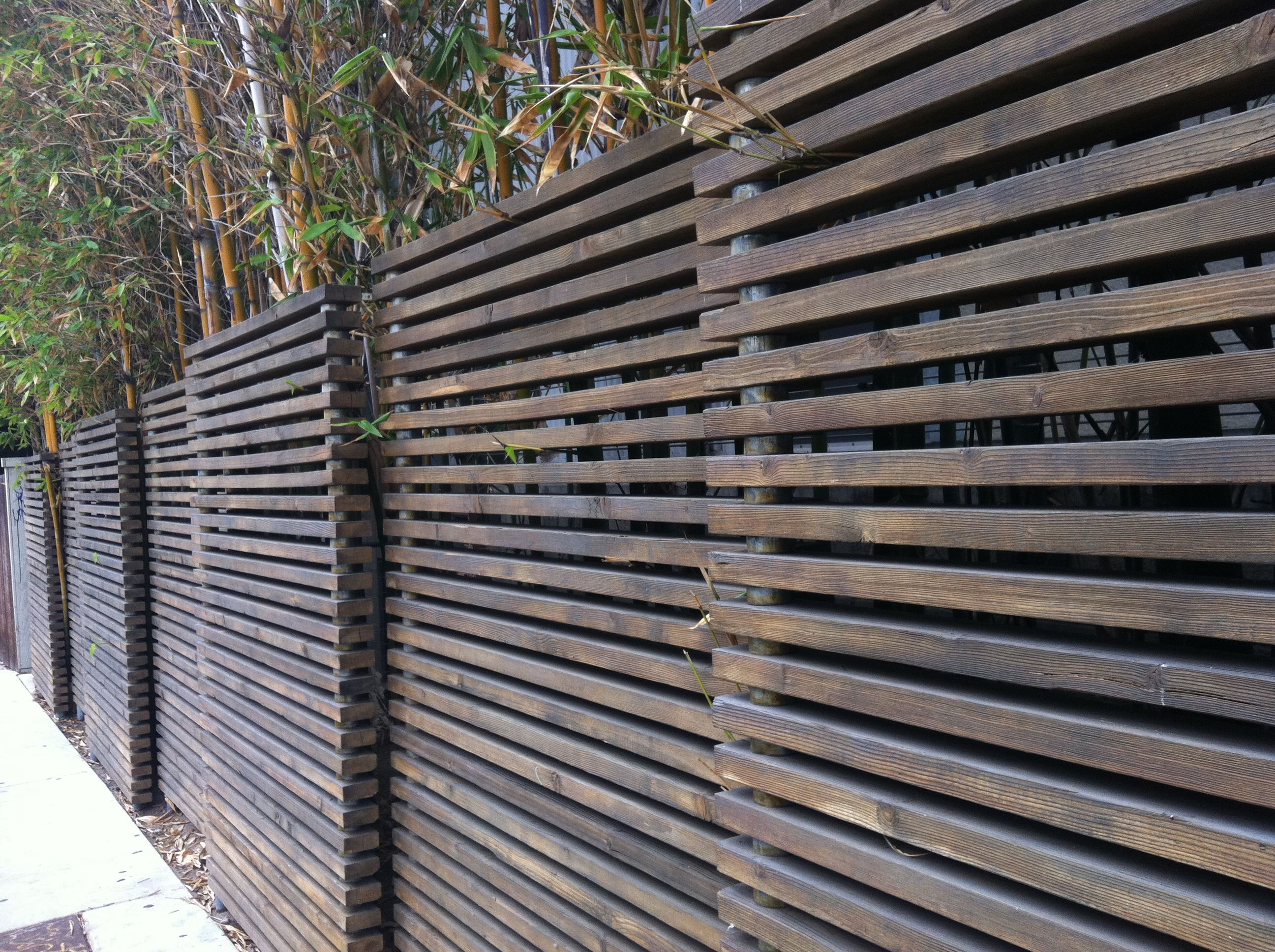 this type of horizontal fence is great for transcending home