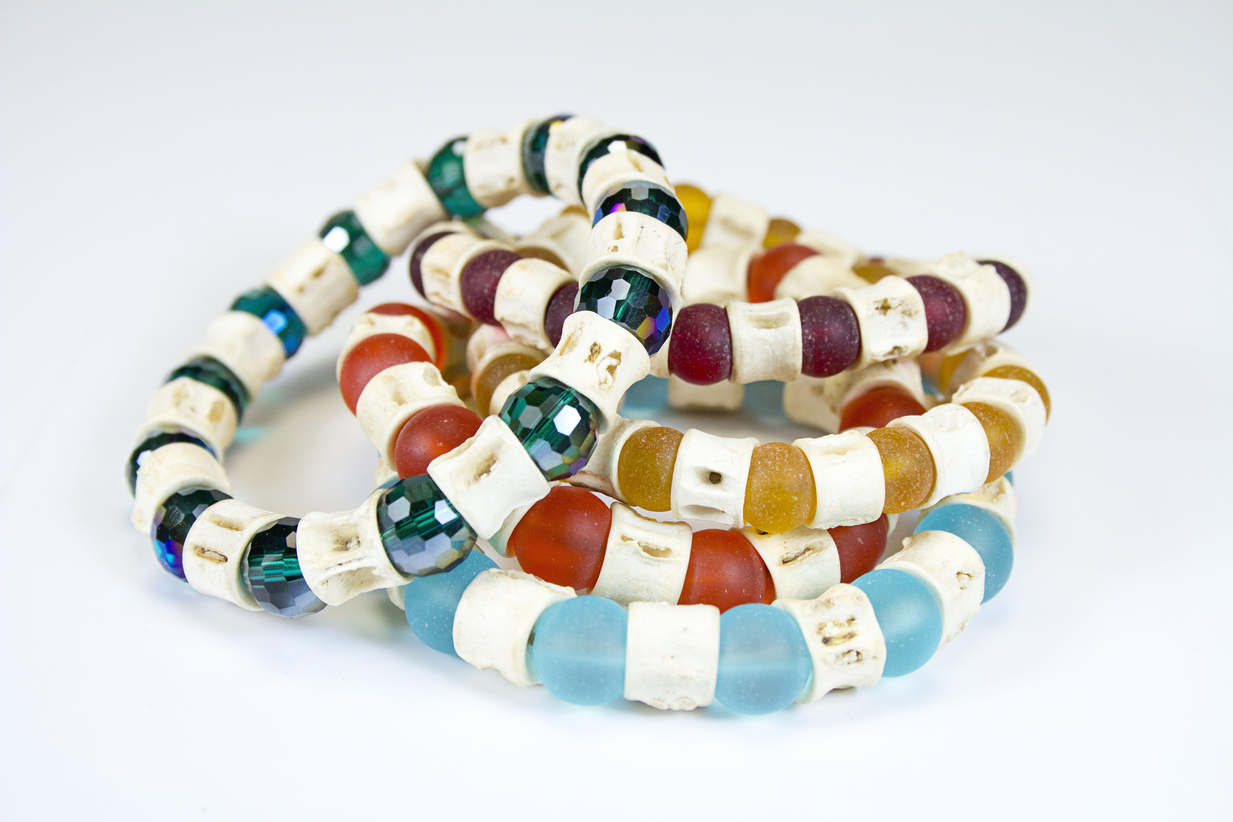 Bracelets vertèbres et perles de verre montés sur élastique #gadhorre #jewelry