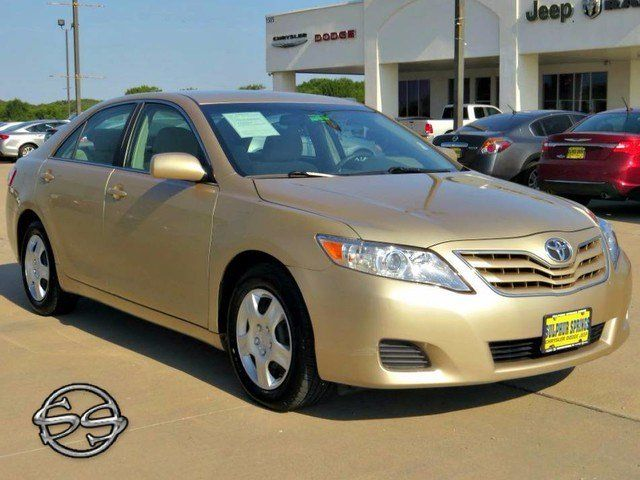 2011 Toyota Camry LE! A Beautiful Little Cash Car With Great Gas Mileage!