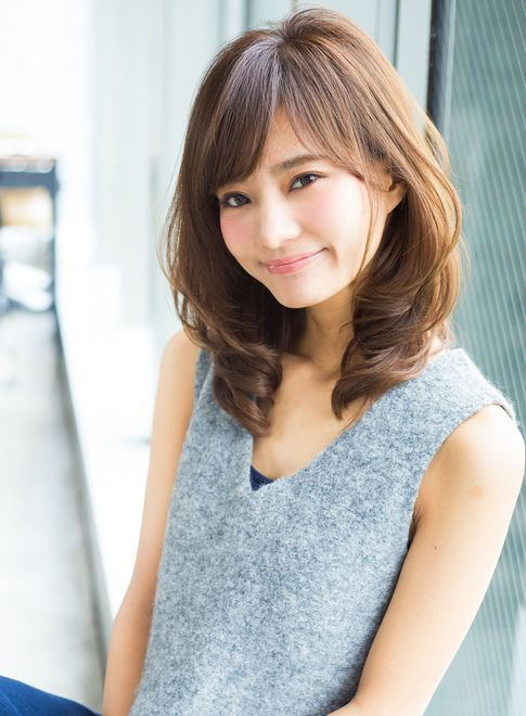 大人気ひし形シルエットミディ 髪型 ヘアスタイル ヘアカタログ