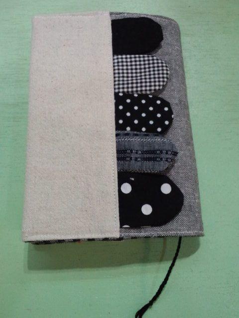 ウロコの生えたブックカバーです。栞は刺繍糸を三つ編みしています。サイズ 約12(幅)×16.5(高さ)cm(2つ折りの状態で採寸)|ハンドメイド、手作り、手仕事品の通販・販売・購入ならCreema。